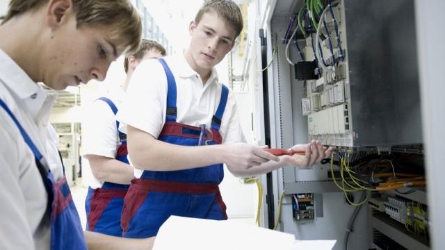 Elektronikerin für automatisierungstechnik