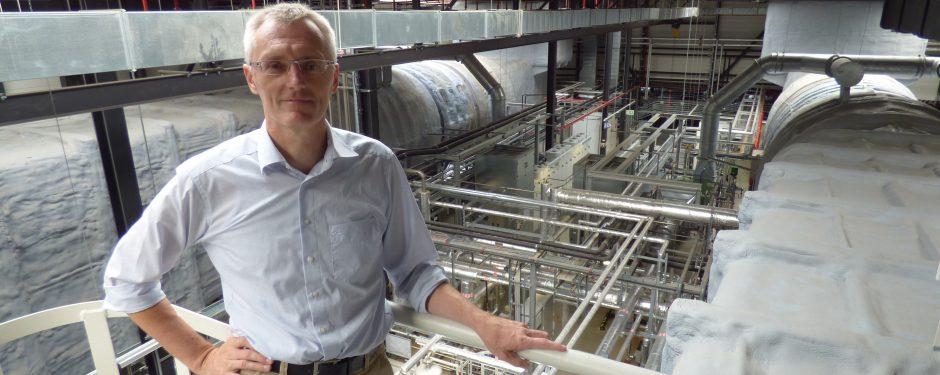 Genius die MINT Bildungsinitiative von Daimler stellt Manfred Mammel vor, Jobporträt Ingenieur im Mercedes Benz Klimakanal in Sindelfingen