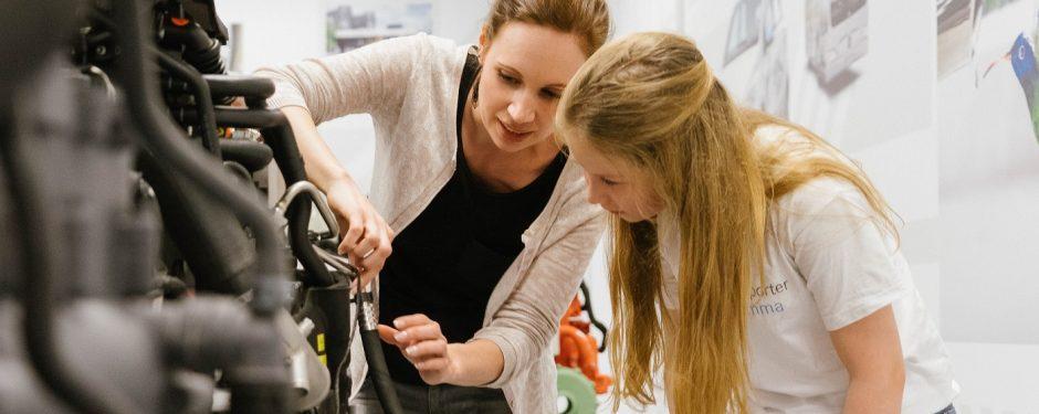 Brennstoffzelle, Genius die junge Wissenscommunity von Daimler, MINT-Bildungsinitiative, Genius-Kinderreporter, Emma unterwegs, Daimler Ingenieurin Leoni Pretzel