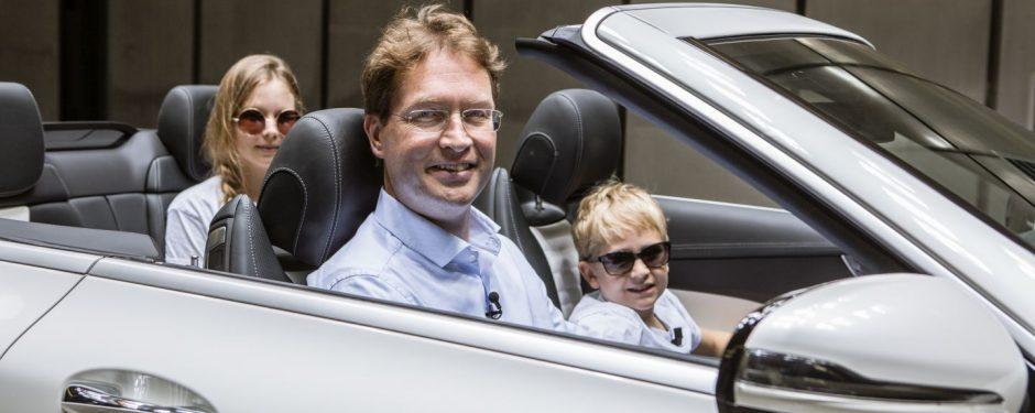 Die beiden Genius Kinderreporter Emma und Nick im Mercedes-Benz Windkanal in Sindelfingen; Interview mit Daimler Vorstandsmitglied Ola Källenius