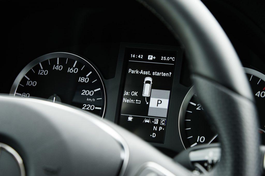 Genius Wissenscommunity von Daimler: Was ist künstliche Intelligenz? Wie funktioniert künstliche Intelligenz? Fahrerassistenzsysteme, intelligente Autos, Einparkassistent