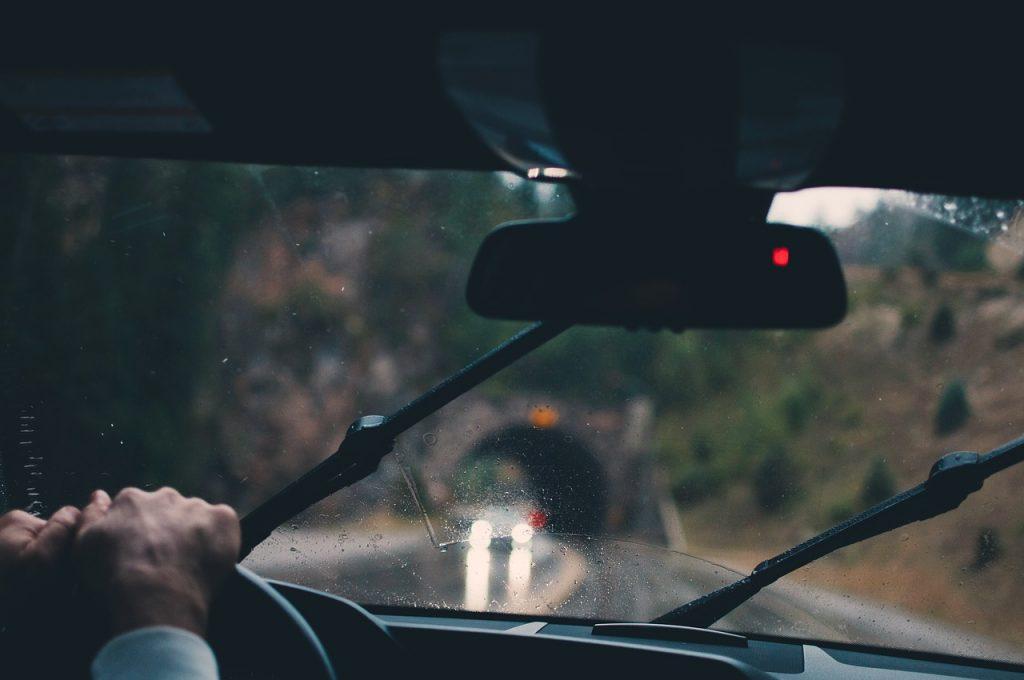 Genius Wissenscommunity, Daimler, Fahrerassistenzsysteme, bei Regenwetter, Sicherheit, sicherer, Nässe, Nebel, Mercedes-Benz, Emma und Nick auf der IAA 2017, Genius Kinderreporter