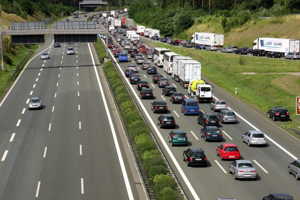 Genius Wissenscommunity von Daimler: Wie entsteht Stau? Stau zur Ferienzeit, Hauptreisezeit