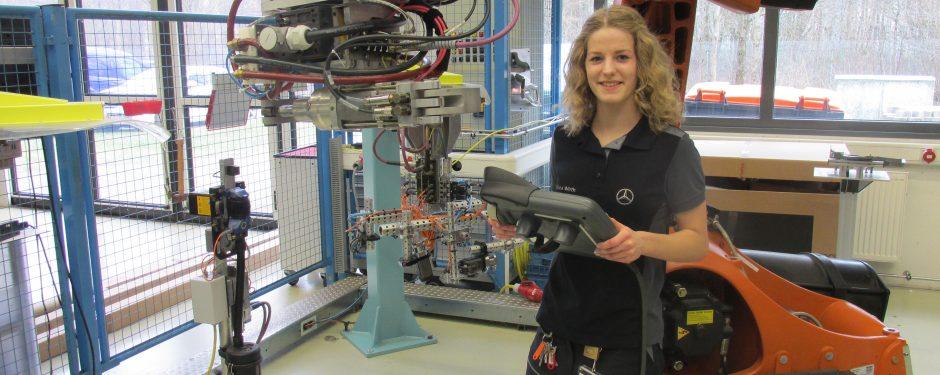 Genius Wissenscommunity von Daimler: Jobporträt Beruf Mechatronikerin, Ausbildung, Rabea Wirth, Mercedes Benz Rastatt