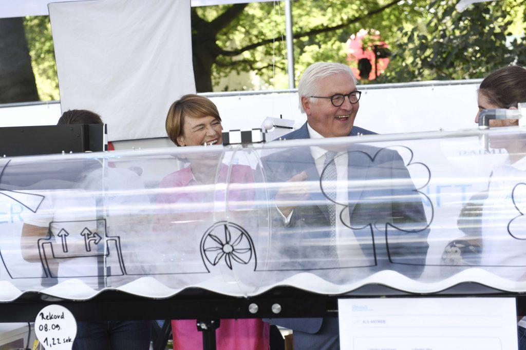 Bundespräsident Frank-Walter Steinmeier zu Besuch am Genius-Stand