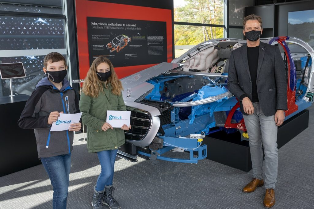 Vorstandsmitglied Markus Schäfer trifft die Genius Kinderreporter Alex und Milena in Immendingen